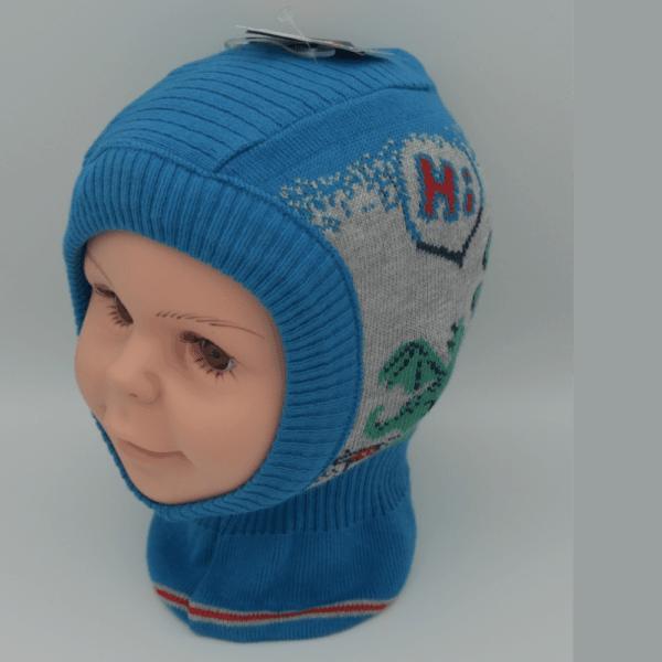 blau graue Schlupfmütze mit grünen Drachen der hi ruft.Die Mütze ist für kinder und vom Hersteller Maximo.